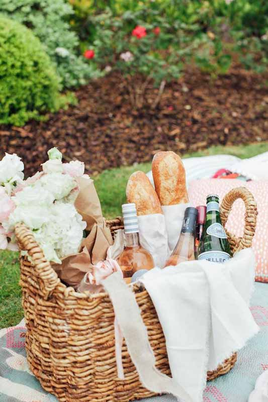 picnic-summer-chic-wine-basket